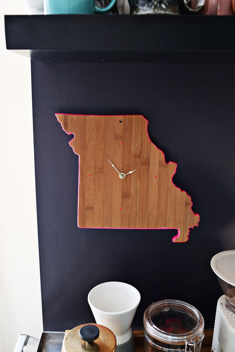 50 Crafts To Make and Sell - Easy DIY Ideas for Cheap Things To Sell on Etsy, Online and for Craft Fairs. Make Money with These Homemade Crafts for Teens, Kids, Christmas, Summer, Mother's Day Gifts. | Easy DIY Cutting Board Clock #crafts #diy